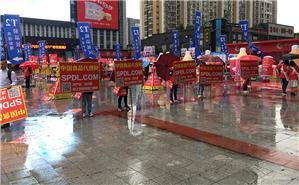 中国食品代理网小伙伴,无惧风雨,诠释意志坚强