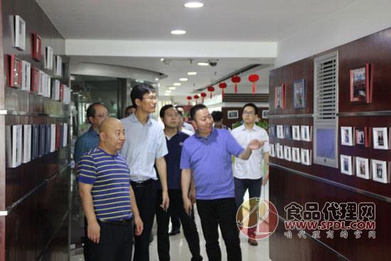 河南日報報業集團蒞臨青天科技參觀交流