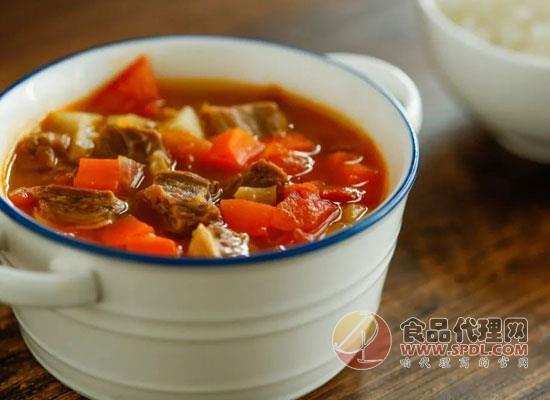 俄罗斯红菜汤配酸奶