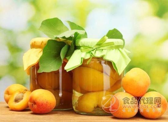 """过期水果罐头危害大,不要让过期罐头成为""""催命符"""""""