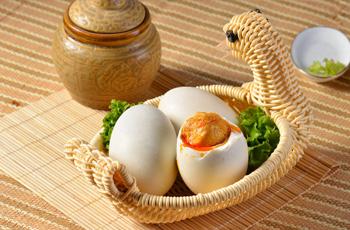 流油咸鸭蛋