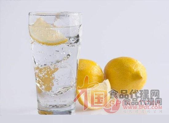 柠檬水的功效