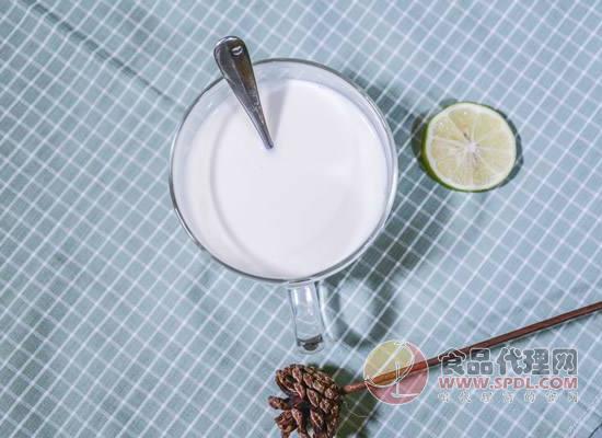 牛初乳的功效与作用有哪些?喜欢牛初乳的朋友看过来!