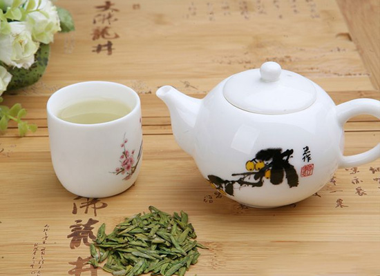 西湖龙井茶的功效与作用多样,坚持饮用对健康有利!