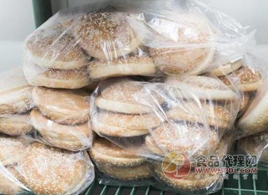 塑料袋的危害很大,装饭菜时应该避免使用!