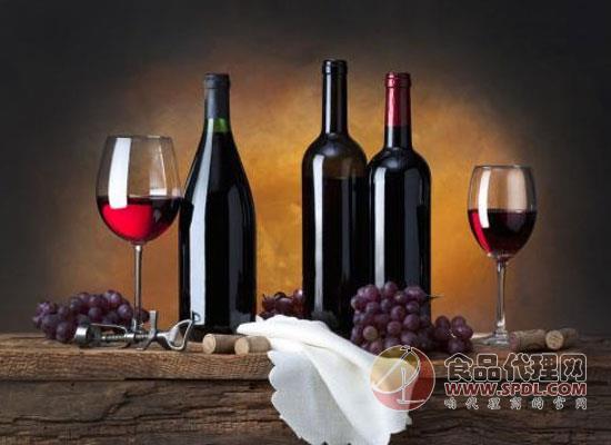 喝红酒还能减轻烟对人体的伤害?网友:厉害了我的红酒