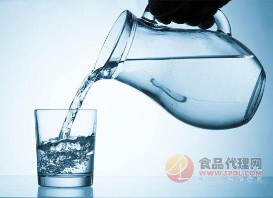 喝白开水的好处有哪些?今天的你多喝水了吗?