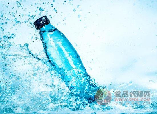 英国瓶装水销量阶梯式增长,瓶装水市场迎来飞速发展时期