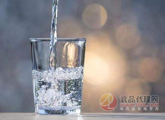 科普小知識:有水垢的白開水能經常喝嗎?