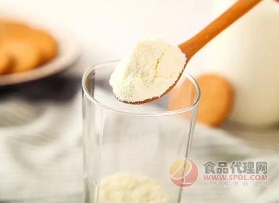 全脂奶粉的功效有哪些?易失眠人群要注意了!