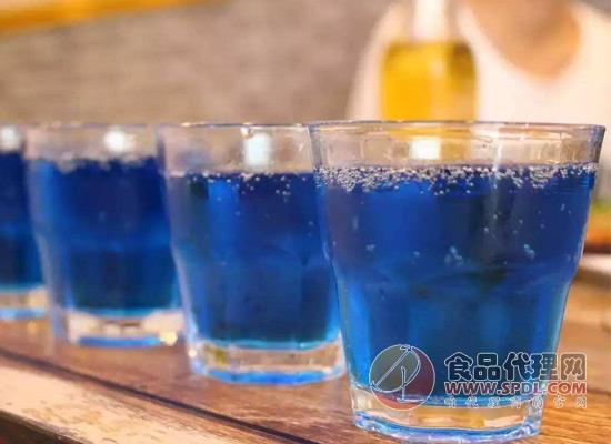 蓝色可乐和普通可乐有什么区别?价格贵也很受欢迎!