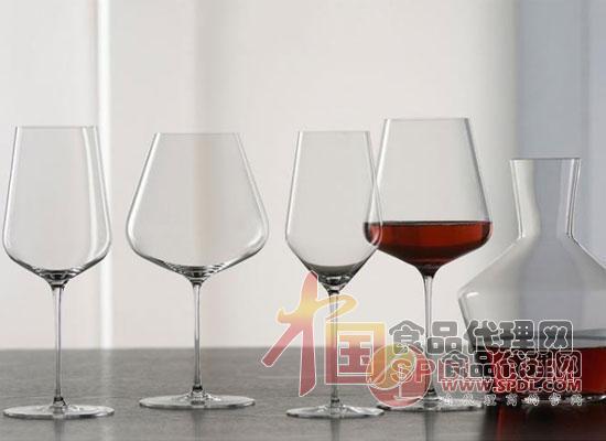 葡萄酒杯有哪些特点