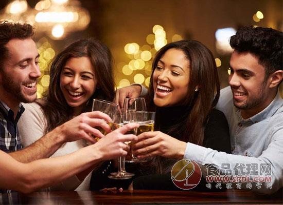 每天喝多少酒合适?喝酒对人体的伤害有多大?