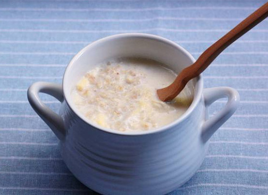 减肥早餐怎么吃?燕麦配牛奶营养又低脂!