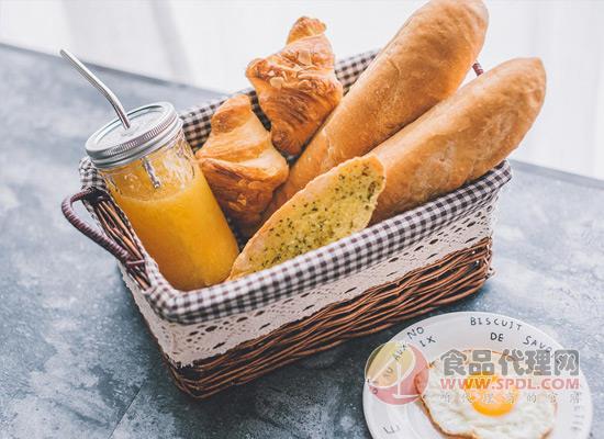 低脂早餐有哪些搭配?面包和橙汁减脂小助手!