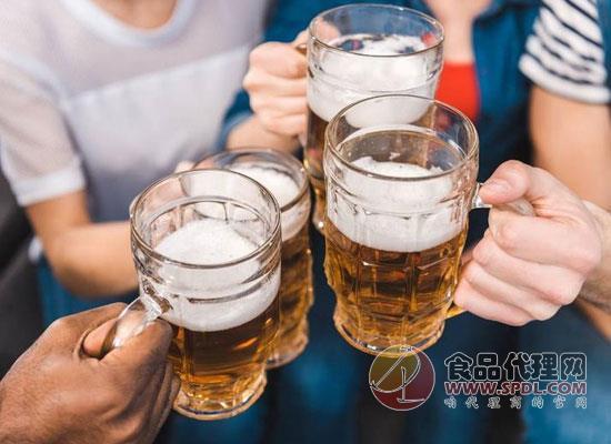 哪些人不适合喝啤酒,轻者伤胃重者伤身