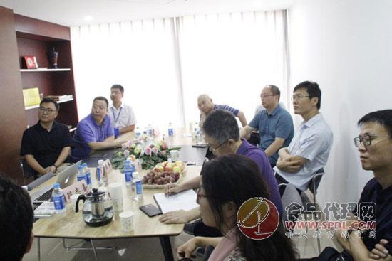 河南日报报业集团莅临青天科技参观交流,对食品代理网的运营模式充满赞誉