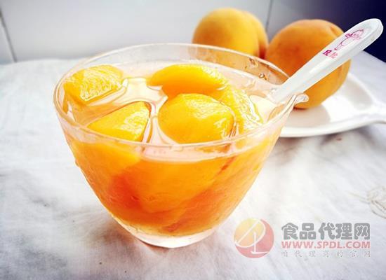 做黃桃罐頭為什么用淡鹽水浸泡,泡黃桃罐頭的水能喝不能