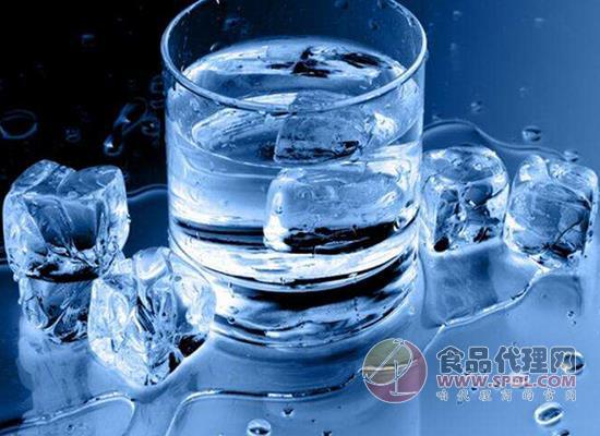 喝冰水對身體有危害嗎,熱水喝多少度的
