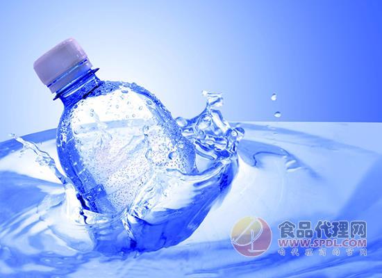 """2000亿市场的""""水战"""",伊利入局水饮料市场"""
