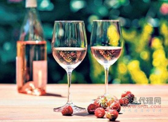 在法國桃紅酒銷量超越白葡萄酒,讓人驚奇不已