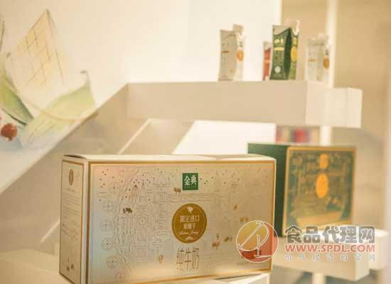 金典2019國潮高定版在法國蓬皮杜藝術中心亮相