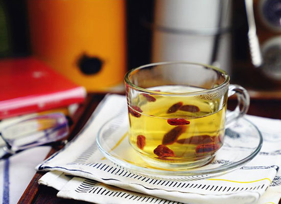 喝红枸杞茶有什么好处,哪些人适合饮用红枸杞茶