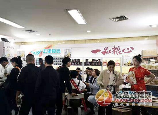 河北宏望食品有限公司在成都糖酒会一展风采,众多经销商前来围观