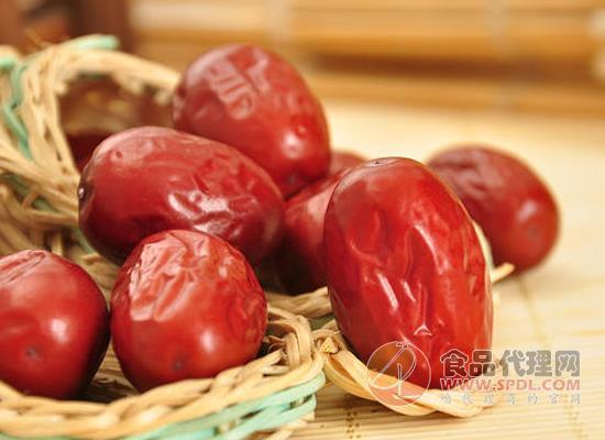 树上粮仓灰枣好吃吗,每颗枣都有鲜甜的口感