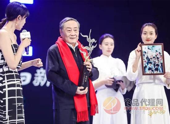 宗庆后宗馥莉父女齐上阵,共获两项大奖