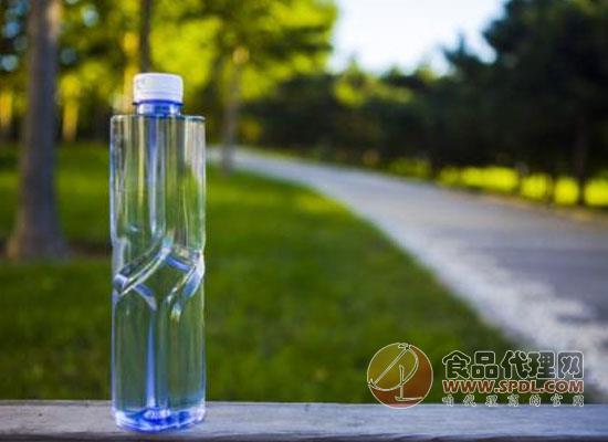高端與超高端瓶裝水在市場上大受歡迎