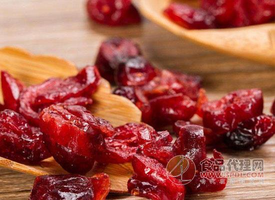 蔓越莓干泡水喝有什么功效,看一眼便爱上