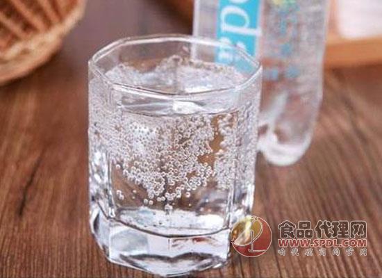 蘇打水飲料可以經常喝嗎,過多飲用有害身體健康