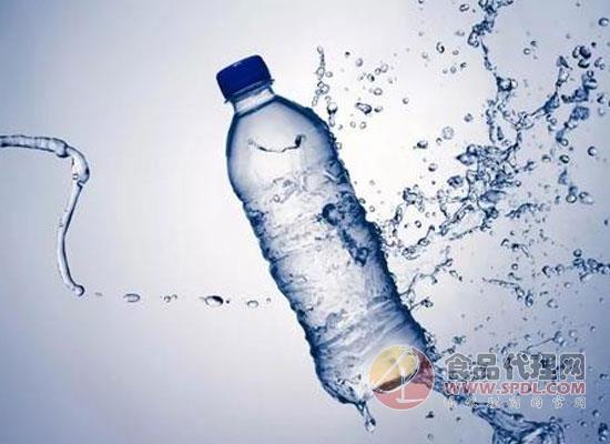 江西省市监管组织开展包装饮用水专项整治,加强对包装饮用水的监管