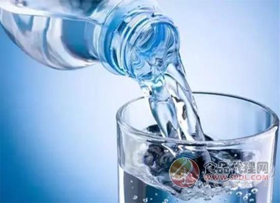 天然水與礦泉水哪個好,兩者有什么區別