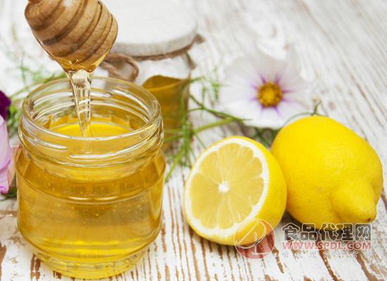蜂蜜柠檬水可以美白吗,喝了之后要避光吗