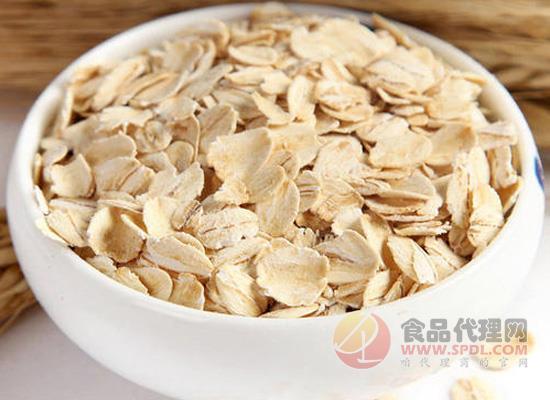 燕麦能直接用开水冲泡吗,根据燕麦片来决定