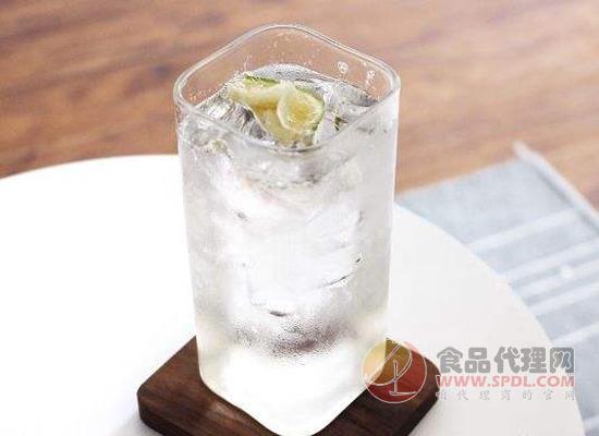 蘇打水是氣泡水嗎,它與氣泡水哪個更好
