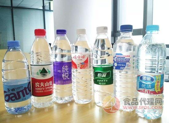 同样是瓶装饮用水,为什么价格却相差悬殊?