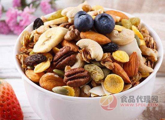 水果堅果混合麥片吃法,水果麥片的熱量是多少