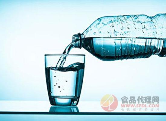 含氣天然礦泉水的功效,什么時候喝含氣礦泉水比較好