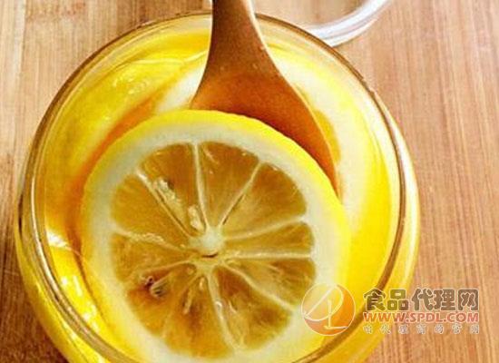 蜂蜜柠檬水的热量,喝蜂蜜柠檬水时需要注意什么