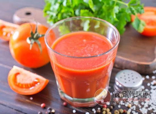 番茄汁弄衣服上怎么洗,饮用番茄汁时还需要注意什么