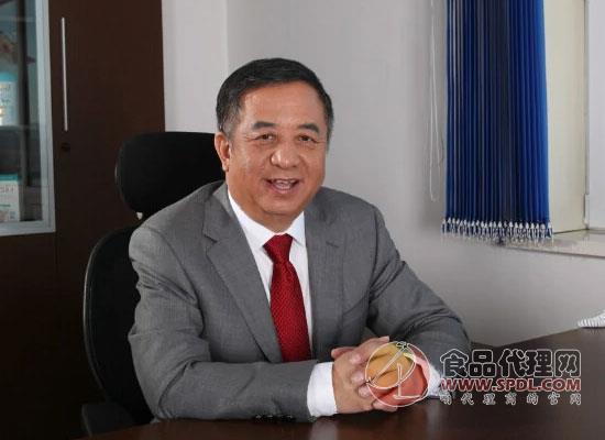"""中国""""乳业教父""""郑俊怀和它的伊利商业帝国"""