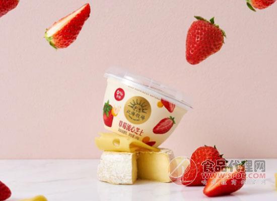 守住零蔗糖底线,北海牧场推出草莓流心芝士酸奶