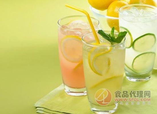 柠檬水的正确泡法,饮用柠檬水需要注意什么