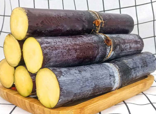 削皮的甘蔗如何储存,削皮的甘蔗表面发红还能吃吗