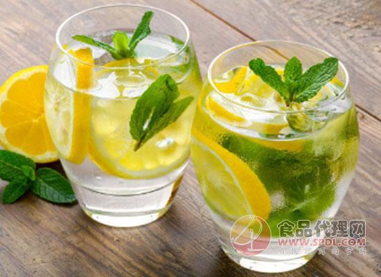 柠檬水可以天天喝吗,适量饮用很关键
