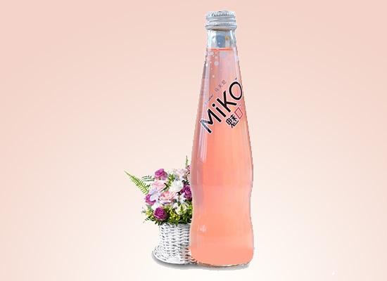 成都奥古斯汀酒业公司打造浪漫单品,创意鸡尾酒吸睛无数