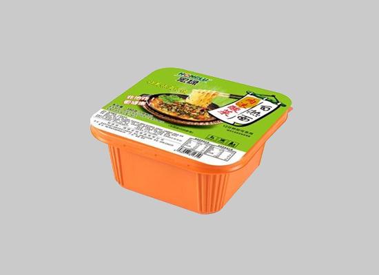 宏绿肉末酸菜自热面坚持品质,非油炸更健康!